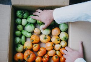 Tomatoes Not Turning Red? Here's How To Ripen Green Tomatoes Off The Vine